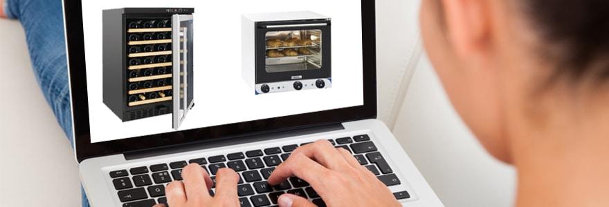 Femme en train d'acheter des accessoires de cuisine sur son ordinateur